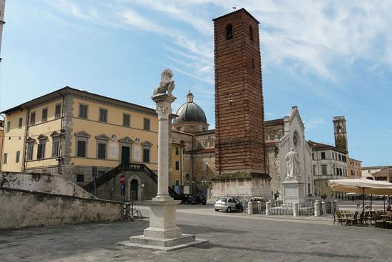 Pietrasanta, la Piazza del Duomo